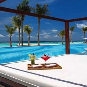 Ozen by Atmosphere at Maadhoo Island - Luxury Maldives Honeymoon Packages - Joie de vivre pool cabana