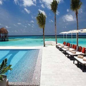 Ozen by Atmosphere at Maadhoo Island - Luxury Maldives Honeymoon Packages - Joie de vivre sun loungers