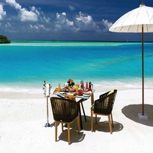 Ozen by Atmosphere at Maadhoo Island - Luxury Maldives Honeymoon Packages - Ozen sandbank breakfast