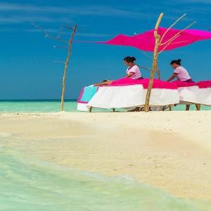 Sun Aqua Vilu Reef - Luxury Maldives honeymoon packages - Couple Spa massage on the beach
