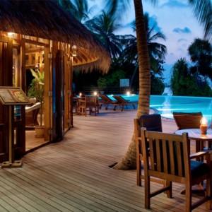 Sun Aqua Vilu Reef - Luxury Maldives honeymoon packages - Island Pizza