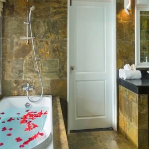 Sun Aqua Vilu Reef - Luxury Maldives honeymoon packages - Reef Villa bathroom
