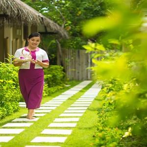 Sun Aqua Vilu Reef - Luxury Maldives honeymoon packages - Spa staff