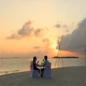 Sun Aqua Vilu Reef - Luxury Maldives honeymoon packages - private dining