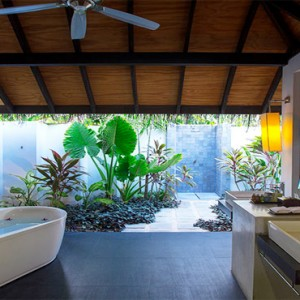 Velassaru Maldives - Luxury Maldives Honeymoon Packages - Beach Villa with pool bathroom