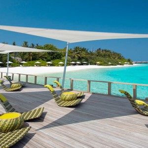 Velassaru Maldives - Luxury Maldives Honeymoon Packages - Chill bar