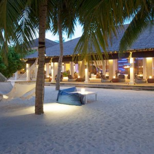 Velassaru Maldives - Luxury Maldives Honeymoon Packages - Fen bar beach
