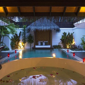 Velassaru Maldives - Luxury Maldives Honeymoon Packages - Pool Villa bathtub view
