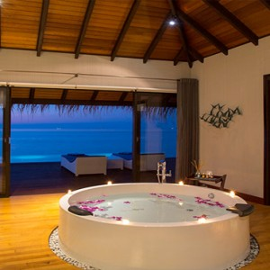 Velassaru Maldives - Luxury Maldives Honeymoon Packages - Water Suite bathroom