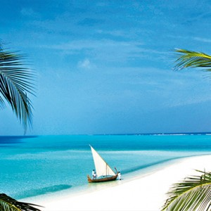 Velassaru Maldives - Luxury Maldives Honeymoon Packages - beach and lagoon view