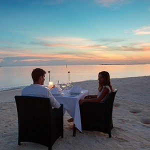 Velassaru Maldives - Luxury Maldives Honeymoon Packages - beach dining