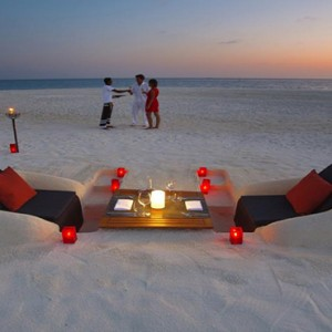 Velassaru Maldives - Luxury Maldives Honeymoon Packages - beach dining1