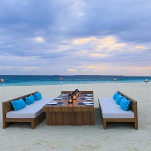 Velassaru Maldives - Luxury Maldives Honeymoon Packages - beach dining2