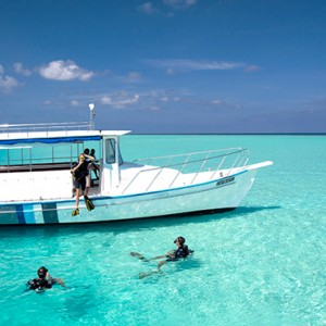 Velassaru Maldives - Luxury Maldives Honeymoon Packages - watersport activities, snorkeling1