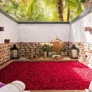 Vivanta By Taj - Coral Reef - Luxury Maldives Honeymoon Packages - Spa bath