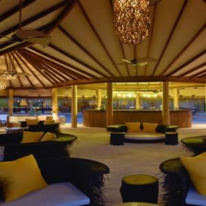 Drift Thelu Velga Retreat - Luxury Maldives Honeymoon packages - Beach bar interior