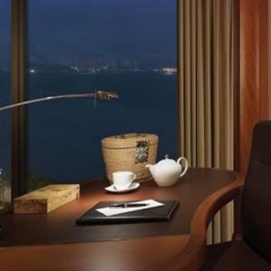 Hong Kong Honeymoon Packages Kowloon Shangri La Horizon Club Side Harbour View Room