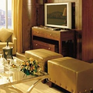 Hong Kong Honeymoon Packages Kowloon Shangri La Speciality Suite2