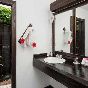 Keyonna Beach - Luxury Antigua Honeymoon Packages - Bathroom with alfresco shower - beachfront pool cottage