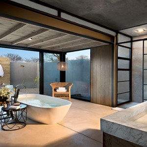 Lion Sands Game Reserve - Luxury South Africa Honeymoon Packages - Ivory lodge bathroom