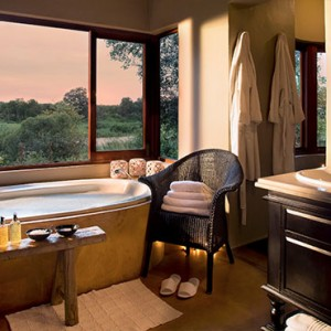 Lion Sands Game Reserve - Luxury South Africa Honeymoon Packages - Tinga lodge bathroom