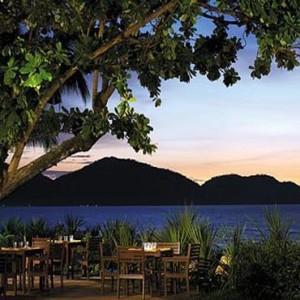 Malaysia Honeymoon Packages Shangri La Rasa Sayang Resort Pinang Restaurant & Bar