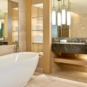 Marina Bay Sands - Luxury Singapore Honeymoon Packages - Club room bathroom