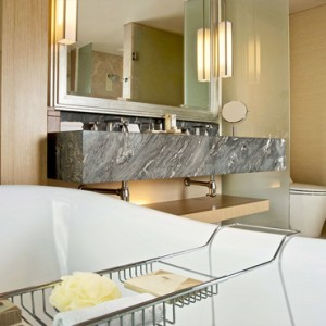 Marina Bay Sands - Luxury Singapore Honeymoon Packages - Grand Club room bathroom