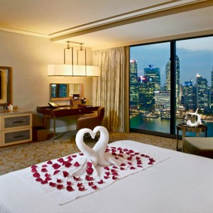 Marina Bay Sands - Luxury Singapore Honeymoon Packages - Grand Club room1