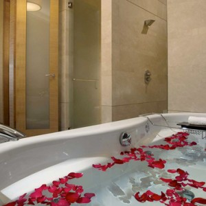 Marina Bay Sands - Luxury Singapore Honeymoon Packages - Marina Suite bathroom