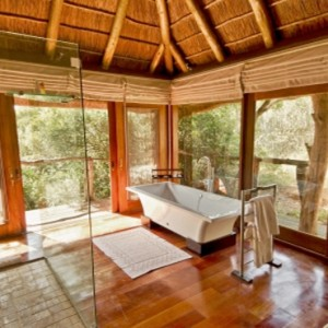Pumba Private Game reserve - Luxury South Africa Honeymoon Packages - Bush Lodge Msenge Chalets bathroom