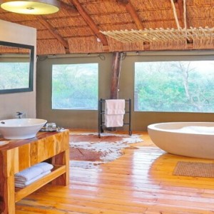 Shamwari Game Reserve - Luxury South Africa Honeymoon Packages - Bayethe Tented lodge bathroom