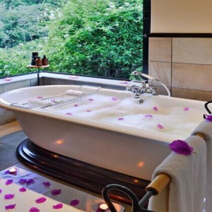 Shamwari Game Reserve - Luxury South Africa Honeymoon Packages - Eagles Crag Lodge bathroom