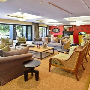 Shamwari Game Reserve - Luxury South Africa Honeymoon Packages - Eagles Crag Lodge living area