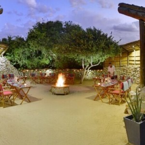 Shamwari Game Reserve - Luxury South Africa Honeymoon Packages - Eagles Crag Lodge outside area