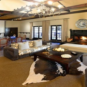 Shamwari Game Reserve - Luxury South Africa Honeymoon Packages - Long Lee Manor living area1
