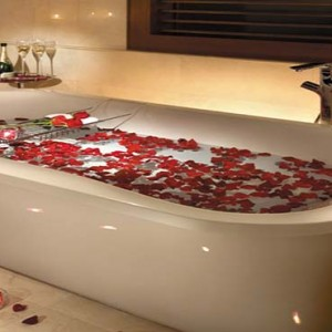 Shangri la Singapore - Luxury Singapore Honeymoon Packages - Honeymoon Suite Bathroom