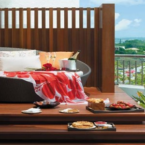 Shangri la Singapore - Luxury Singapore Honeymoon Packages - Honeymoon Suite Champagne breakfast