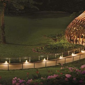 Shangri la Singapore - Luxury Singapore Honeymoon Packages - The Orchid (Diner de fleurs) exterior