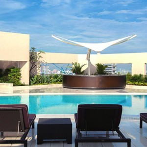 Singapore Honeymoon Packages Four Seasons Singapore Sun Loungers By Pool