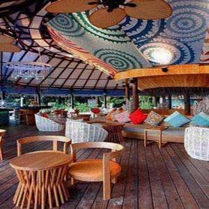 Centara Grand Island Resort & Spa - Luxury Maldives Honeymoon Packages - Coral Bar and lounge