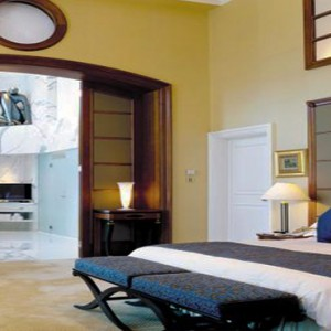 Harbour Grand Kowloon - Luxury Hong Kong Honeymoon Packages - Presidential Suite (15F) bedroom