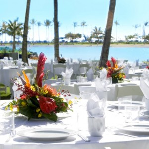 Dining 2 - Hilton Hawaiian Waikiki Beach - Luxury Hawaii Honeymoon Packages
