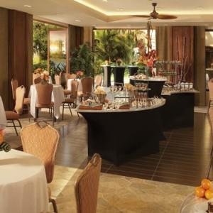 Dining 3 - Hilton Hawaiian Waikiki Beach - Luxury Hawaii Honeymoon Packages