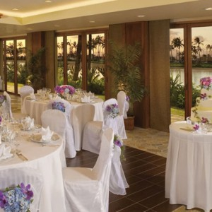 Dining 4 - Hilton Hawaiian Waikiki Beach - Luxury Hawaii Honeymoon Packages