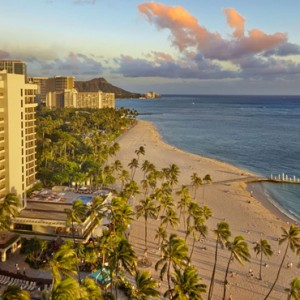 Exterior 3 - Hilton Hawaiian Waikiki Beach - Luxury Hawaii Honeymoon Packages