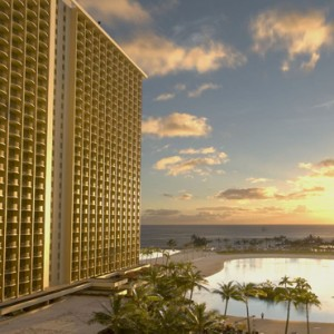 Exterior 4 - Hilton Hawaiian Waikiki Beach - Luxury Hawaii Honeymoon Packages