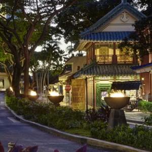 Exterior 5 - Hilton Hawaiian Waikiki Beach - Luxury Hawaii Honeymoon Packages