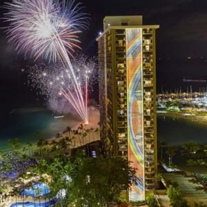 Exterior 6 - Hilton Hawaiian Waikiki Beach - Luxury Hawaii Honeymoon Packages