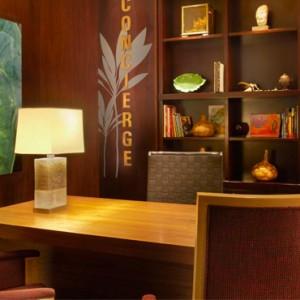 Lobby 4 - Hilton Hawaiian Waikiki Beach - Luxury Hawaii Honeymoon Packages